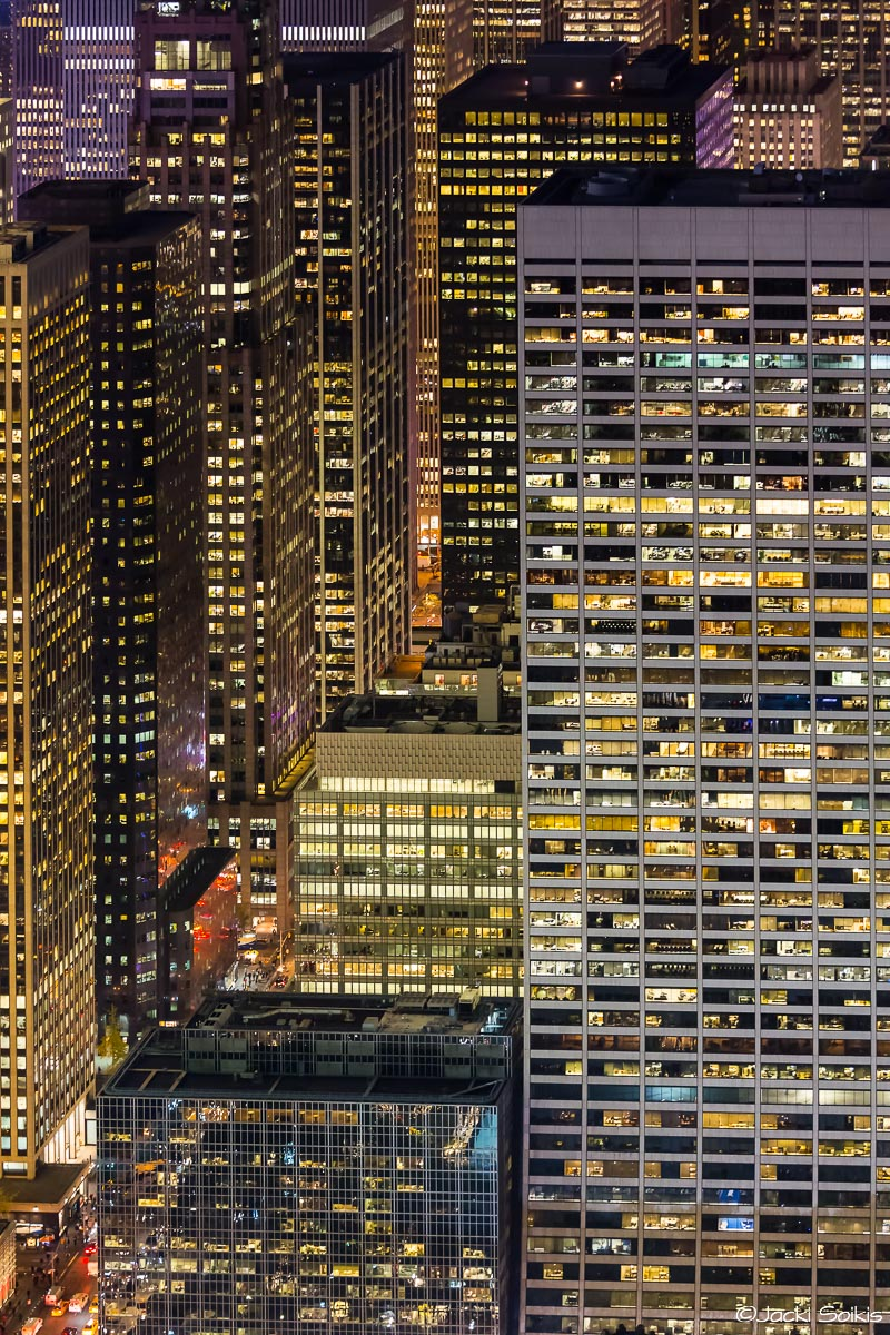 תמונה על קנבס של חלונות בעיר ללא הפסקה