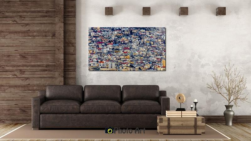 נוף אורבני צבעוני כתמונת קנבס בסלון בגוונים חמימים