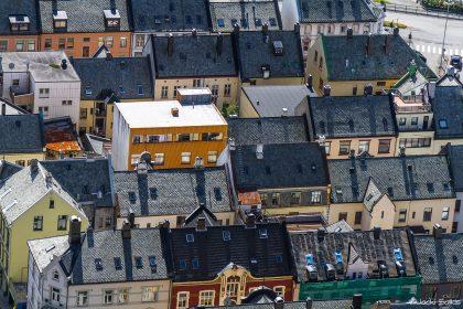 תמונת גגות אורבניים ועוד מגוון תמונות על קנבס בסגנון עירוני דינמי
