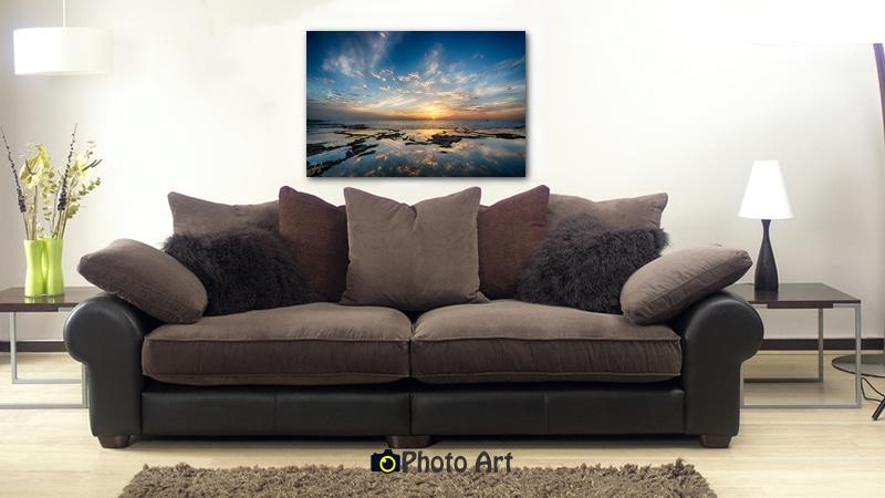 תמונה לסלון המעוצב בגוונים חמים ועשירים