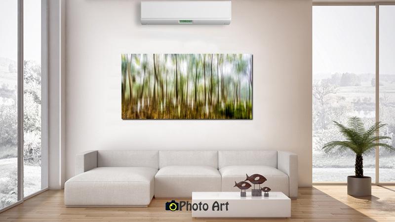 הדמיית תמונה לסלון בגוונים נייטרליים של יער מעורפל