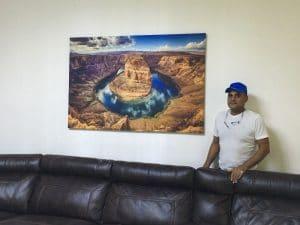 תמונת הפרסה בסלון משפחת אברהם