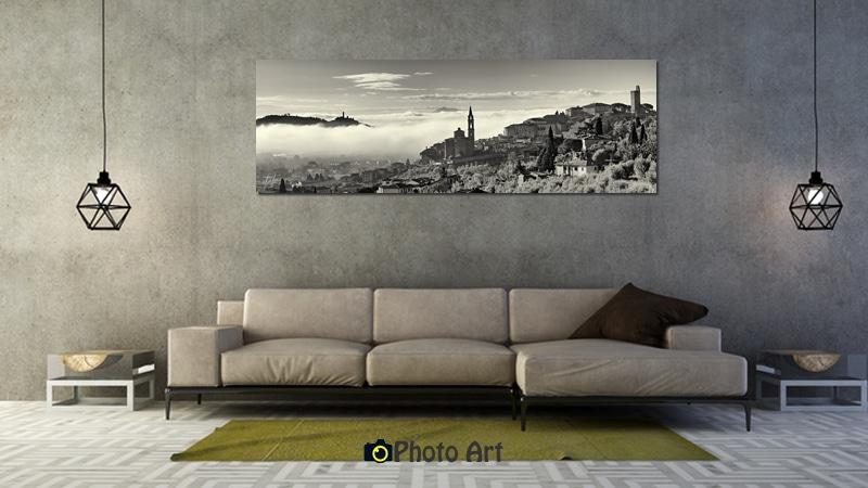 הדמיית צילום פנורמי של חיים באגדות על קיר הסלון