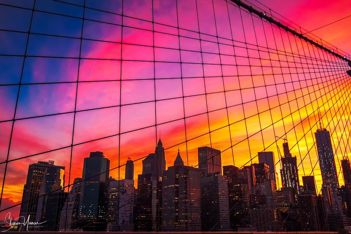 שקיעה אדומה על ניו יורק. תמונה מרהיבה ממגוון תמונות לבית ולמשרד