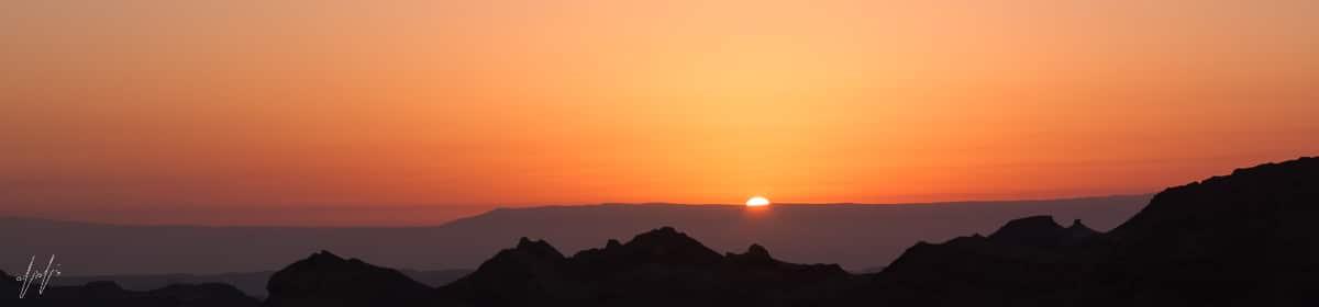 תמונה פנורמית של זריחה במצפה רמון