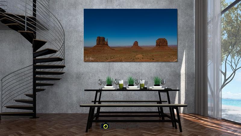 תמונת השלישיה בהדמיה על קיר ועוד שלל תמונות לפינת אוכל