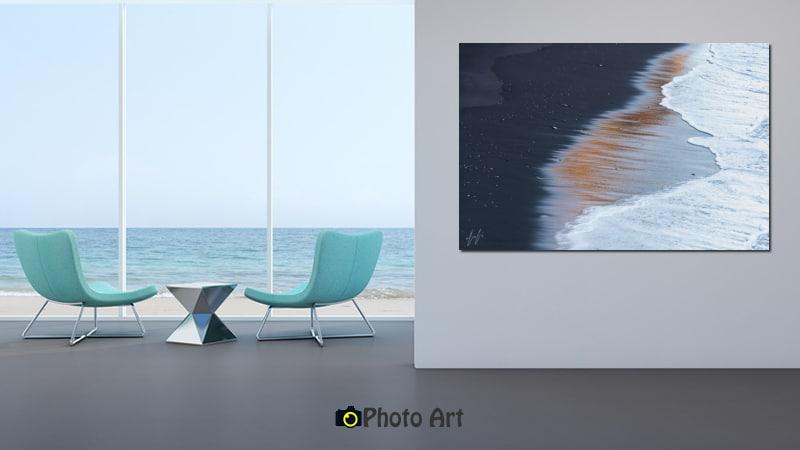 הדמיה של תמונת חוף מוזהב בבית בסגנון מינימליסטי