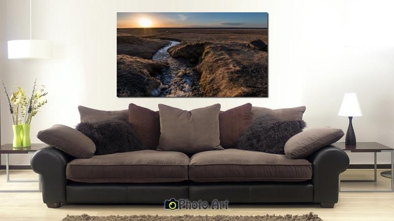 תמונת זורם לאופק בהדמיה כתמונת קנבס על קיר הסלון