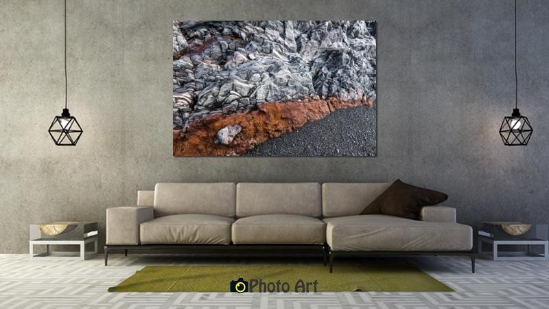 תמונת אדום בחוף בהדמיה כתמונת קנבס בסלון הבית