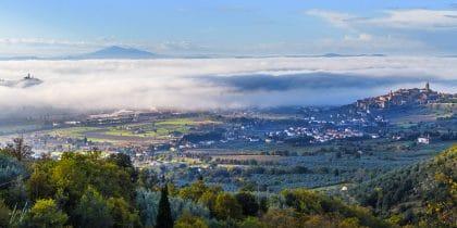 תמונת נוף יפיפייה שחר בטוסקנה